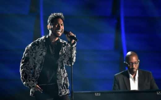 Video : Miguel Performs Michael Jackson Tribute at Grammys