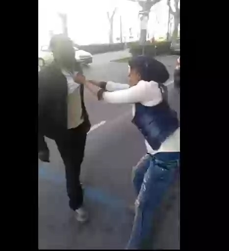 Nigerian Lady Fights Man In Italy On The Streets Over Money