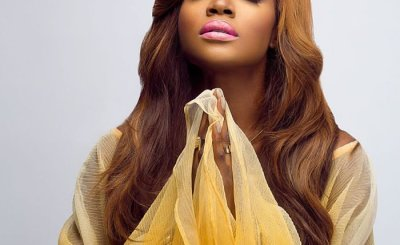 Video: Seyi Shay Falls On Stage At Afrima 2017
