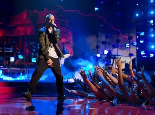 Watch Eminem Perform New Beyonce-Collabo