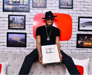 D'Banj Receives A Plaque From Youtube