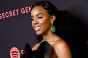 "Kelly Rowland Discusses Defending Chris Brown During ""Indigo"" Drama"