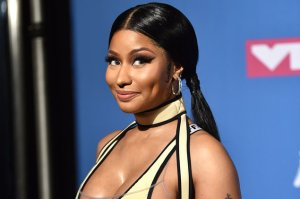Nicki Minaj Shows Off Cleavage, Twerks & Debuts Fendi Print Hair
