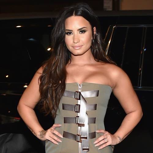 "Demi Lovato Is ""Reprogramming"" Her Approach To Body Image"