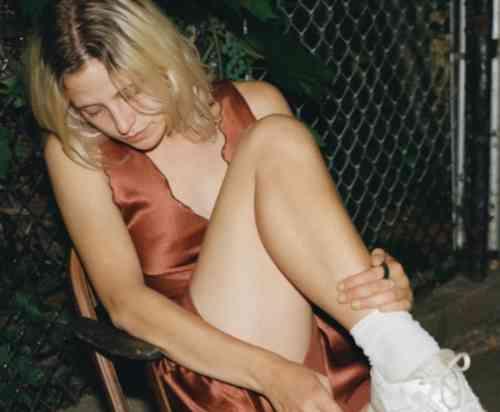 Helena Deland - Pale (download)