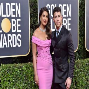 """Priyanka Chopra Wants South Asian Stories """"Influxed"""" Into Hollywood"""