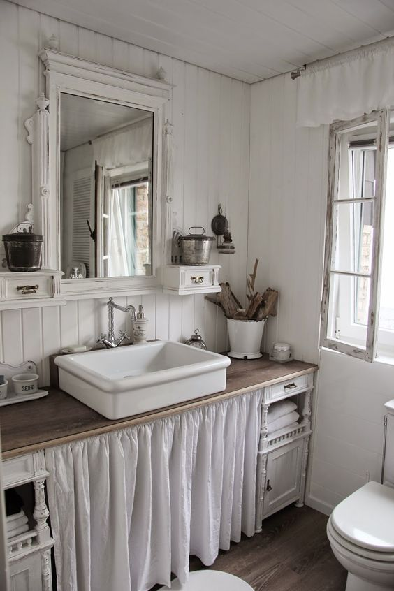 Farmhouse Bathrooms - House of Hargrove on Farmhouse Bathroom Ideas  id=22561
