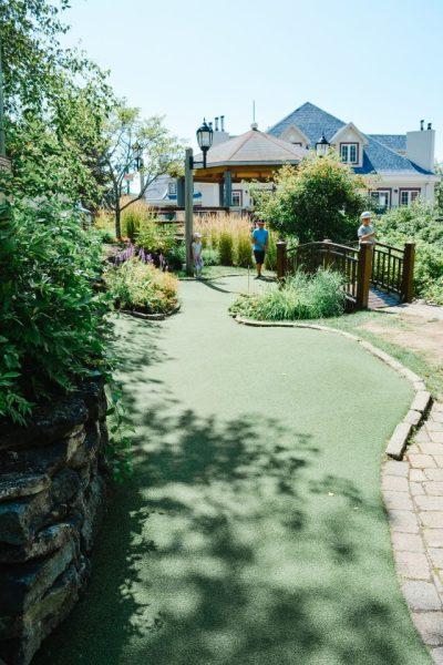 mini golf family activity tremblant