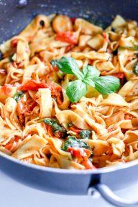 15 minute spinach & tomato pasta