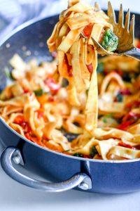 one-pan spinach & tomato pasta recipe