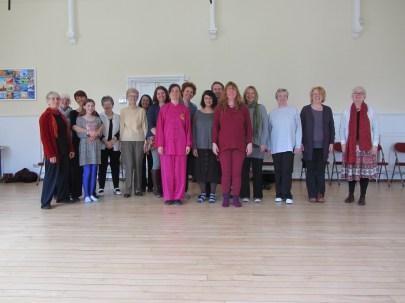 Devon students and Alda at a Healing Sounds workshop.