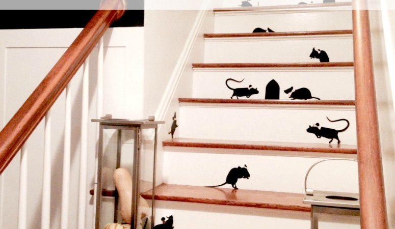 Halloween Decor on the Stairs