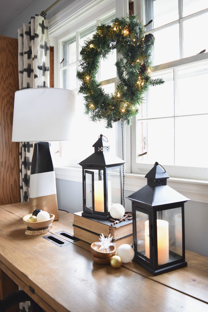 Entry Table Christmas Decor
