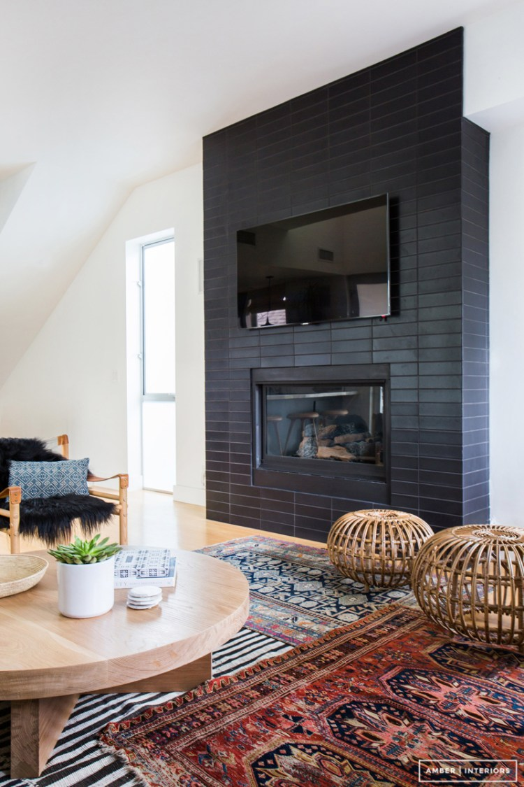 8 stunning black fireplace makeovers you can copy for Interiors design blog