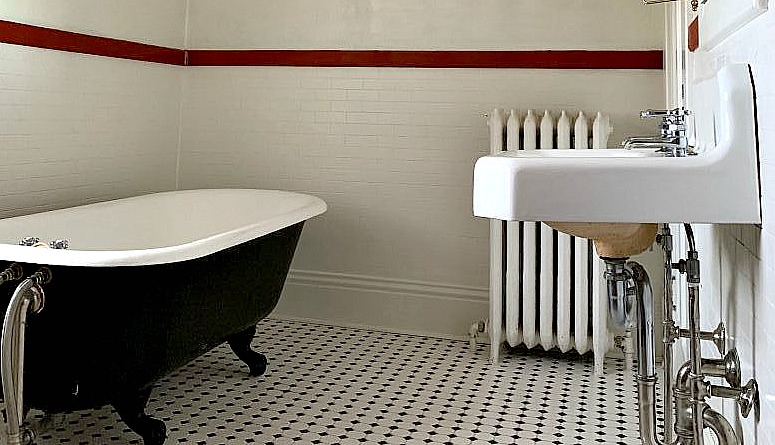 A Victorian bathroom that need a little updating.