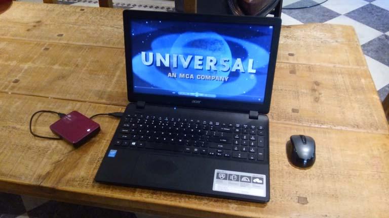 entertainment-movies-on-laptop