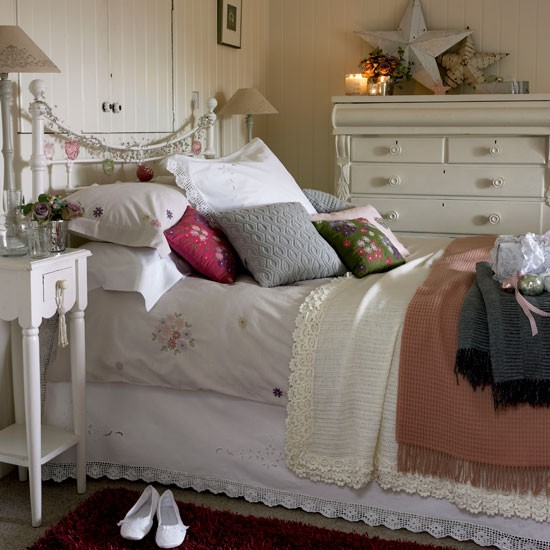 Choose vintage-style bedlinen | cosy | bedroom | country | PHOTO GALLERY | Country Homes & Interiors