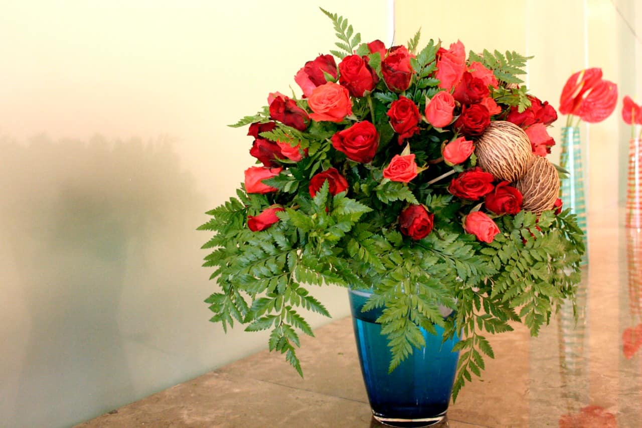 How To Keep Flowers Fresh Longer Housewife How Tos