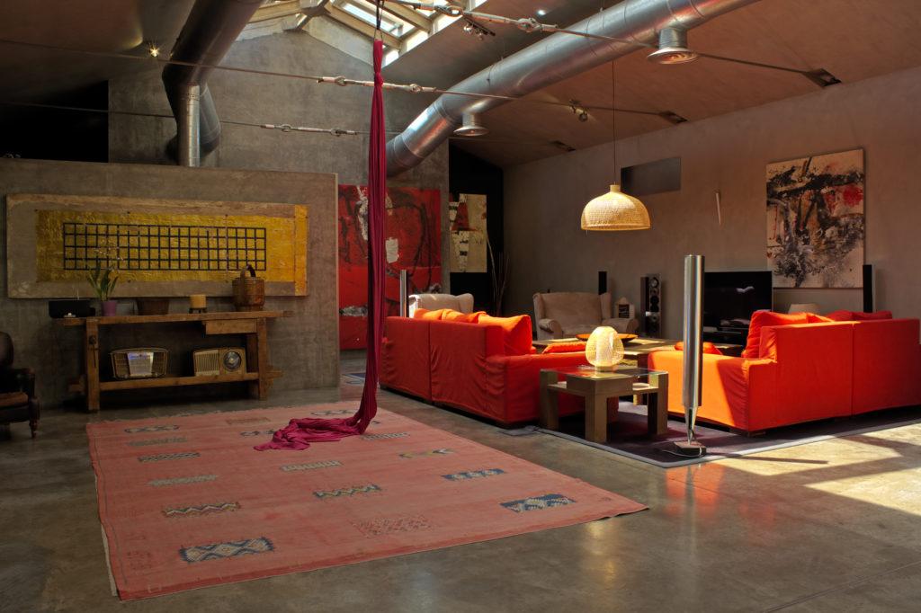 Un appartamento all'ultimo piano di un palazzo nei pressi di bergamo, un ambiente contemporaneo nella cornice accogliente del legno a vista. Consigli Per Arredare Casa Con Stile Industriale Housefy