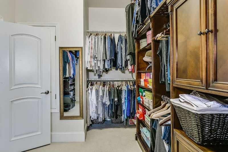 9 Ways You Can Build a Capsule Wardrobe Without Breaking a Sweat