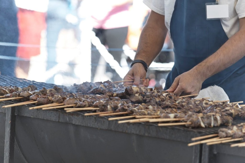 Picture of beef skewers on a grill.