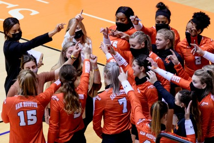 Bearkats coast by Islanders for fifth straight victory
