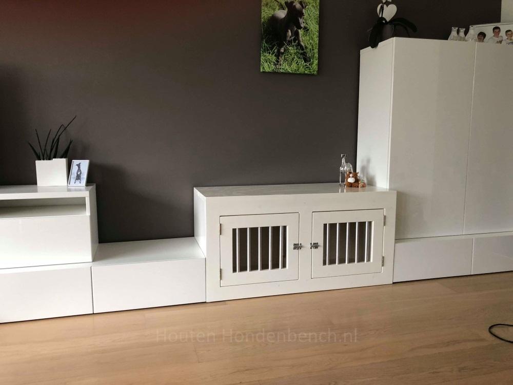 hondenbench wit in wandmeubel