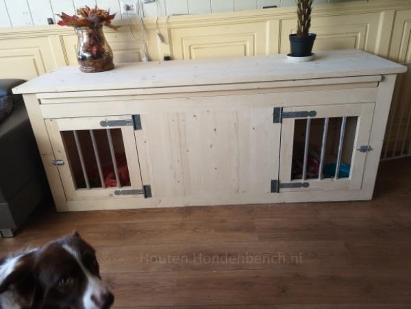 Hondenbench in blank hout met ingebouwd tafelblad