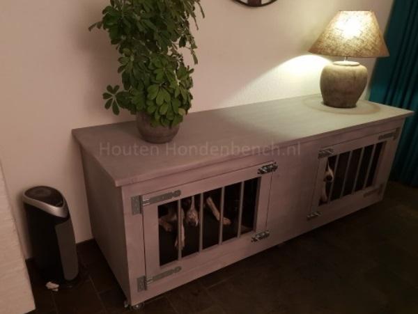 Honden bench van hout in grey wash met hondjes