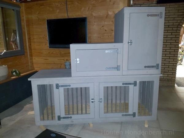 Houten hondenbench 2 deurs grey wash met bovenkasten