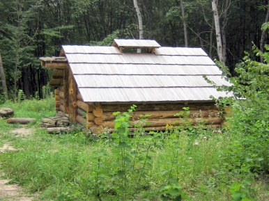 Mountain_log_cabin_in_Pyrohiv_2409
