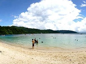 Playa de Mamutik en Borneo, Malasia