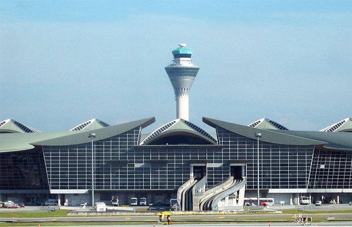 ¿Cuáles son los principales aeropuertos de Malasia, Camboya y Bali?