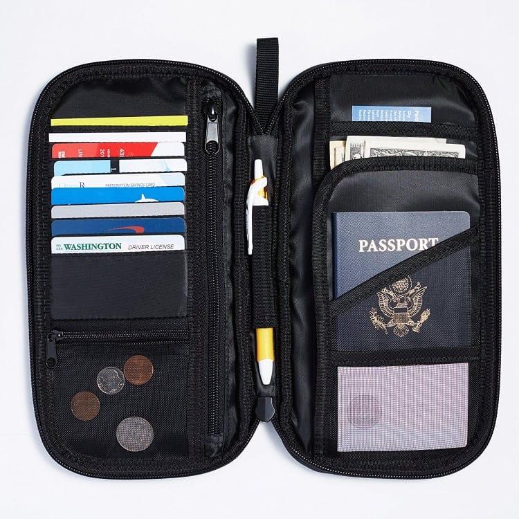 AmazonBasics - Organizador de viaje con identificación por radiofrecuencia (RFID)