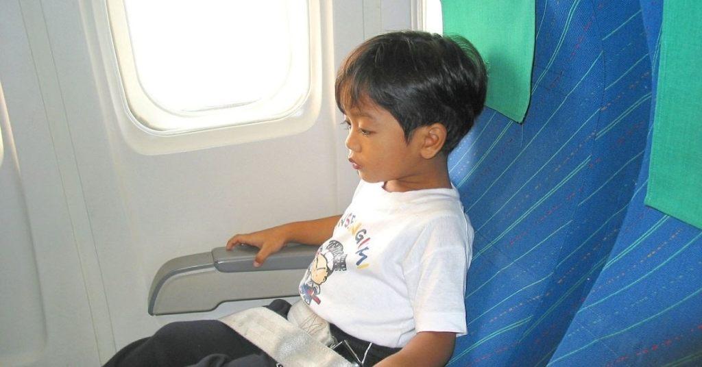 asiento para niños en el avión