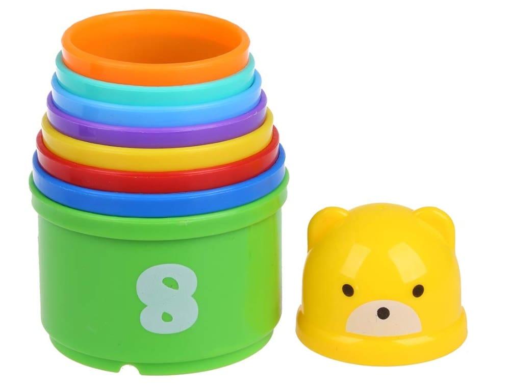 juego de vasos apilables con divertidos colores y números impresos.