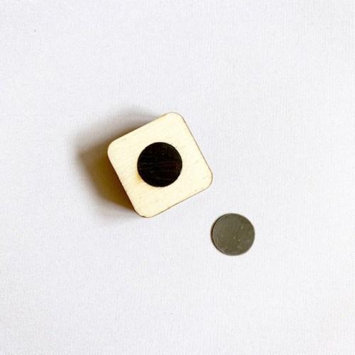magnetisch vierkante kaartenhouder handgemaakt van lokaal fsc hout
