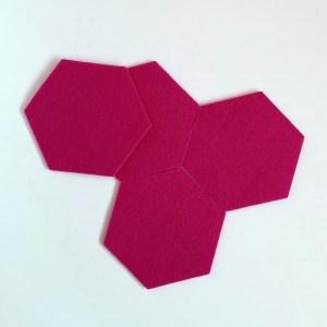 vrolijke roze onderzetters voor een knalkleur in jouw interieur