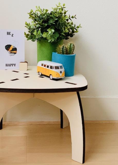 gezelligheid in huis met zo'n handige bijzettafel van prachtig ontwerp