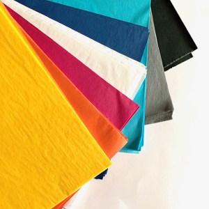 zijdepapier in acht verschillende kleuren om honingraat papier te maken