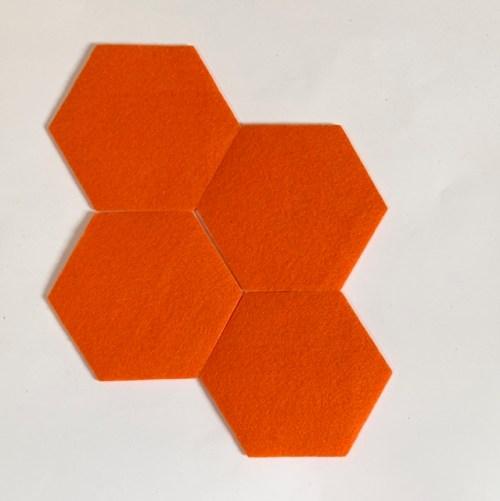 vilten onderzetters set van vier in olijk oranje, handgemaakt van vilt