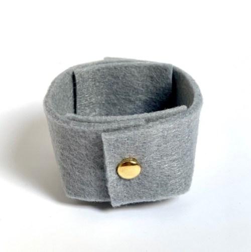 zacht grijs en stijlvol vilten mini-mandje