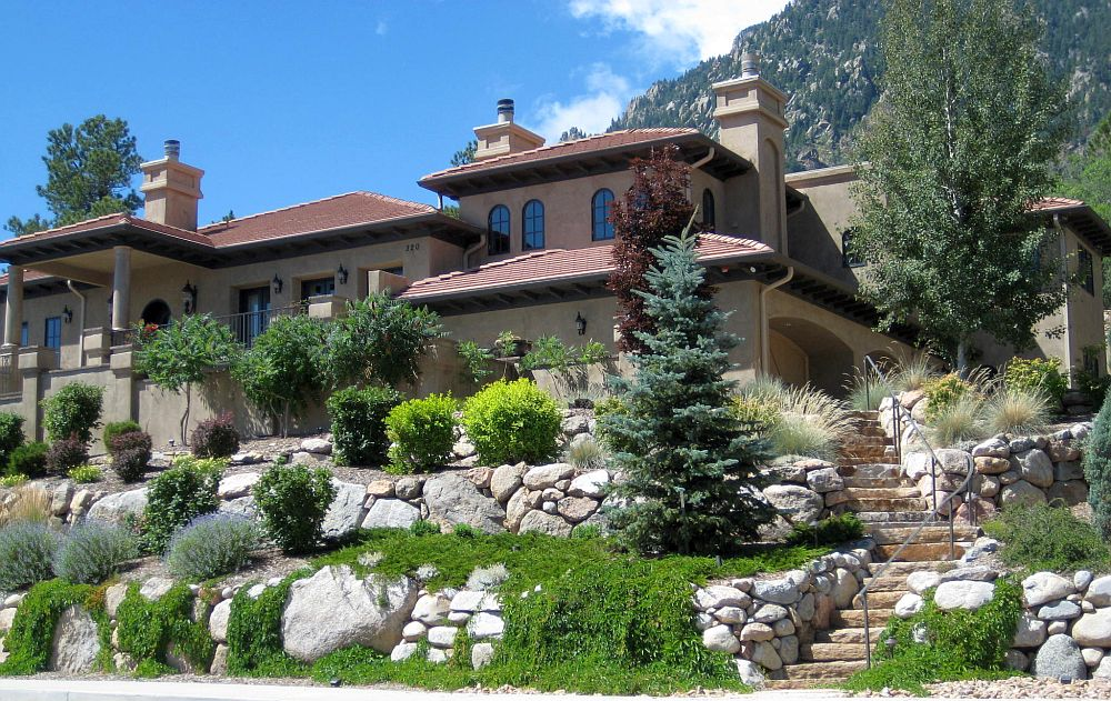 15 Superb Mountain Garden Landscaping Ideas on Mountain Backyard Ideas id=76822