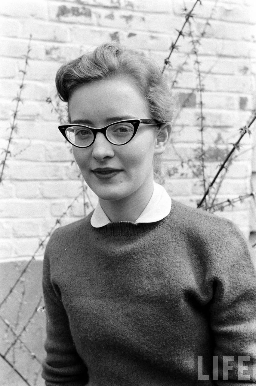 Perfect 1950s cat's eye glasses.