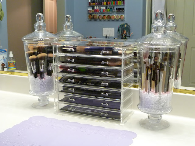 Dust Free Make-Up Brush holder…love this idea!!!