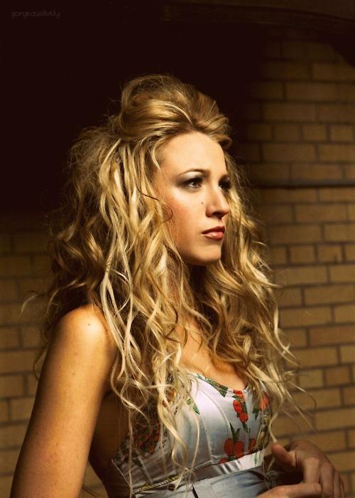 ahh, love her hair!