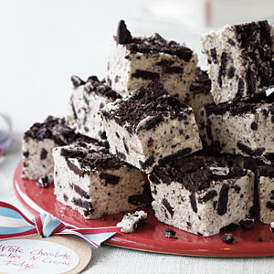 White Chocolate Cookies n' Cream Fudge. Looks, awesome and easy and could be par