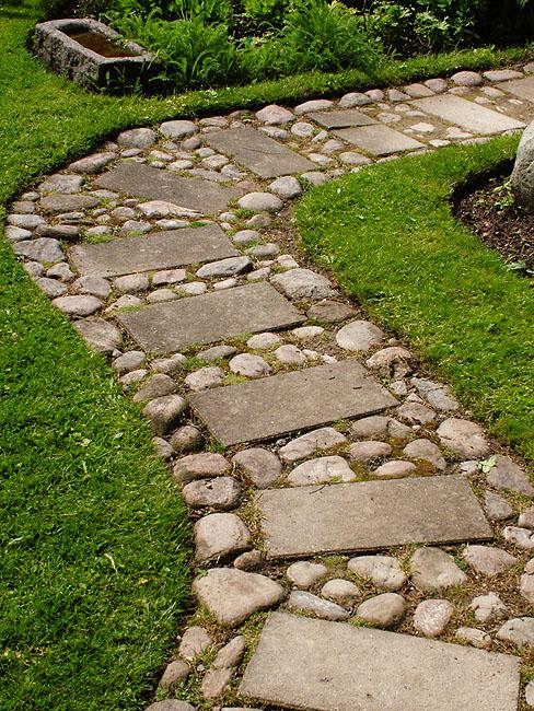 Beautiful & Enchanting Garden Path Roundup