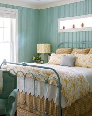 How to Spray Paint Iron Bed