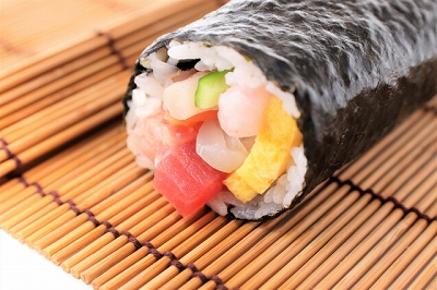 """Wasting food!? """"Eho-maki"""", a traditional Japanese custom of eating sushi rolls at the end of the winter"""